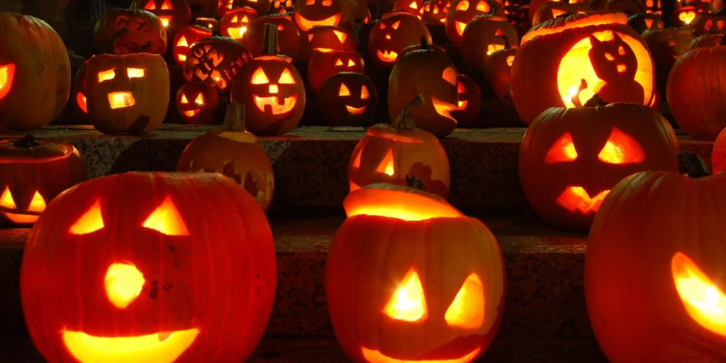 Jack-o-lanterns through the doorbell camera on halloween